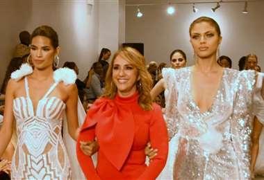 Rosita Hurtado (al centro) con sus modelos en la Semana de la Moda de Nueva York 2019