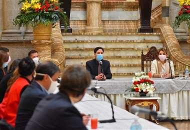Uno de los encuentros de diálogo I APG Noticias.