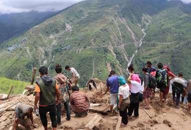 Los aludes de tierra e inundaciones han provocado la muerte de más de 200 personas en Nepal