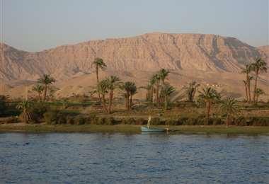 Este es el Río Nilo, que recorre 10 países de África antes de desembocar en el mar Mediterráneo. Allí se origina el Virus Occidental del Nilo