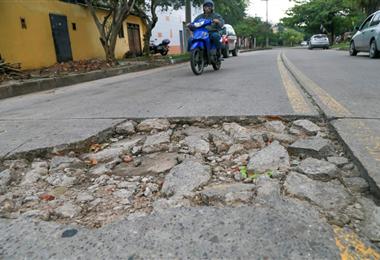 En muchos lugares el pavimento rígido y el asfalto está deteriorado. Foto. Jorge Uechi