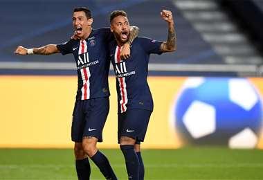 Di María celebrando el segundo gol del equipo francés, junto a Neymar. Foto: AFP