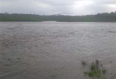 Así luce el río, tras las lluvias de las últimas horas