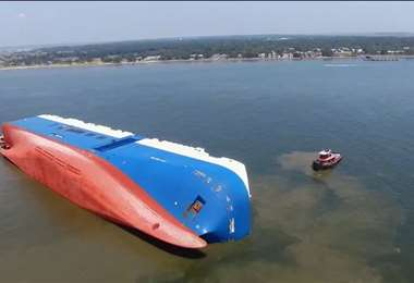 El barco encallado hace un año. Foto Cadena 3