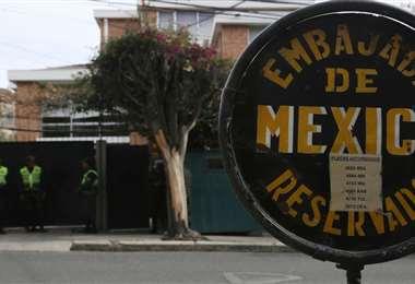 Las exautoridades permanecen en la embajada de México desde noviembre de 2019