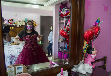 Muchas señoritas se quedaron con el vestido listo para celebrar sus 15 años. Foto. Internet