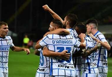 La celebración de los jugadores del Inter que este sábado aseguraron el subcampeonato con su victoria sobre Atalanta. Foto: AFP