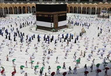 Este año fue obligatorio el uso de mascarillas y la distancia social en La Meca