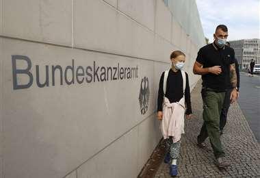 Greta al llegar a la Cancillería alemana. Foto AFP