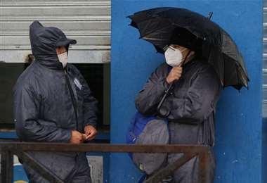 La gente busca cómo resguardarse (Foto: Hernán Virgo)