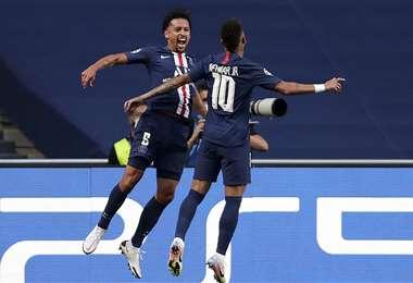 Neymar celebrando con Marquinhos en su clasificación a la final. Foto: AFP