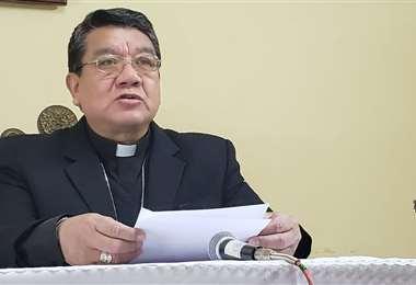 Aurelio Pesoa, secretario general de la CEB leyó el mensaje de la Iglesia.