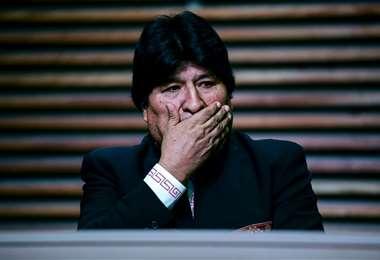 Morales tuitea de todo, menos del caso Noemí/ AFP
