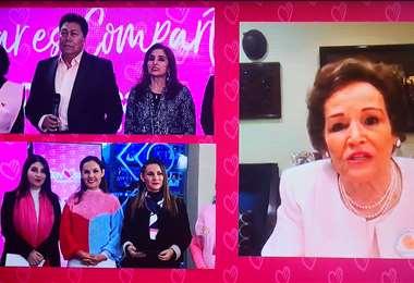 Dora Luz Revuelta (derecha), presidenta de Davosan despidió la emisión