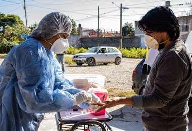 En Jujuy faltan médicos intensivistas y material de protección. FOTO: AFP