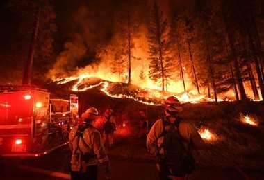 Incontrolables incendios en California. Foto AFP
