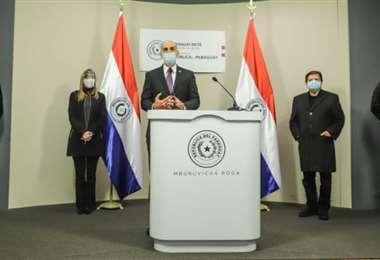 El ministro de Salud Julio Mazzoleni haciendo el anuncio. Foto IP