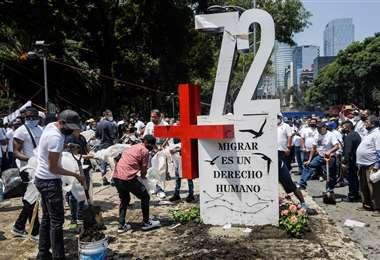 Levantan un 'antimonumento' en la Ciudad de México. Foto AFP