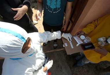 Entre ayer y hoy se tomaron pruebas a 800 personas. Foto: Jorge Ibáñez
