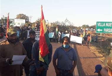 En Santa Rosa de la Roca, sectores sociales afines al MAS bloquearon la carretera