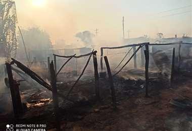 Las viviendas quemadas en Yaguarú. Foto