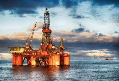 La producción petrolera en el Golfo de México está semiparalizada. Foto Internet