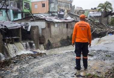 El temporal ya causó destrozos en territorio dominicano. Fotos: AFP