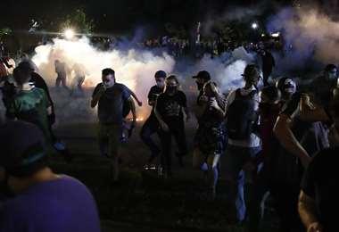 Los manifestantes marchaban por tercera noche consecutiva. Foto: AFP