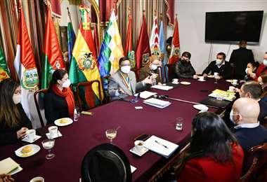 Reunión de alcaldes cruceños en la Cámara de Diputados.