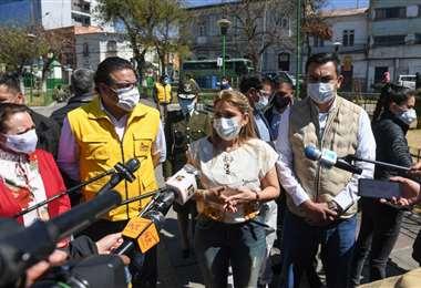 El alcalde Revilla y la Presidenta Áñez durante el megarrastrillaje.  Foto: APGNoticias
