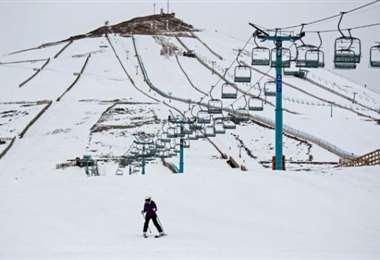 El gobierno y los centros de esquí acordaron un protocolo sanitario