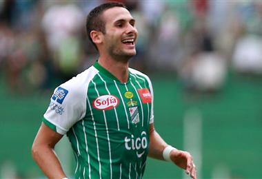 Norberto Palmieri se desempeña de defensor y volante en Oriente