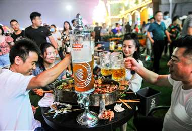 La fiesta sigue hasta fin de mes. Foto AFP