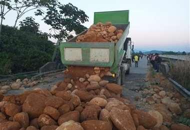 Pobladores del Chapare impiden el tráfico de unidades de transporte /Foto: Redes Sociales