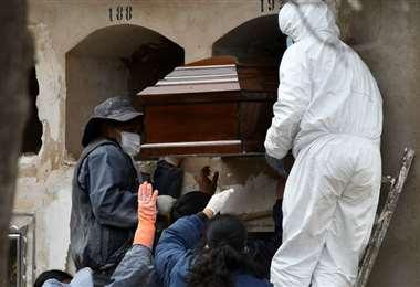 Los entierros en la ciudad de La Paz. Foto: APG Noticias