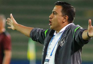 César Farías concentrará en La Paz, en septiembre