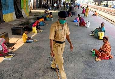 India registra récord mundial de contagios en un día