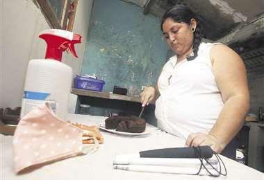 Por la mañana preparó un dulce queque de chocolate. Foto: Jorge Gutiérrez