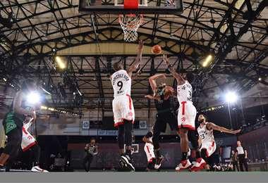 Secuencia del partido entre Celtics y Raptors. Foto: AFP