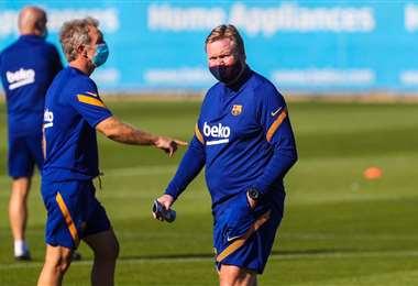 Ronald Koeman, DT del Barcelona, cumplió su primer entrenamiento. Foto: AFP