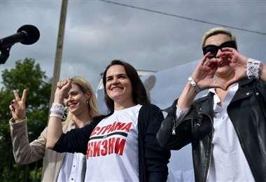 La candidata (centro) en una concentración proselitista. Foto Internet