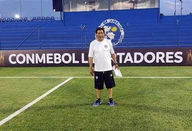 Elías Escóbar acompañaba al equipo santo en todas sus presentaciones. Foto: Internet