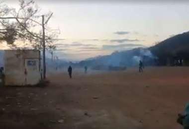 Pobladores y bloqueadores se enfrentaron hoy en Mairana. Foto: Redes sociales