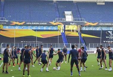 Los jugadores de la AS Roma, en pleno entrenamiento. Foto: @ASRomaEN