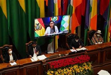 La presidenta del Senado, Eva Copa, en la sesión de honor. Foto: APG Noticias.
