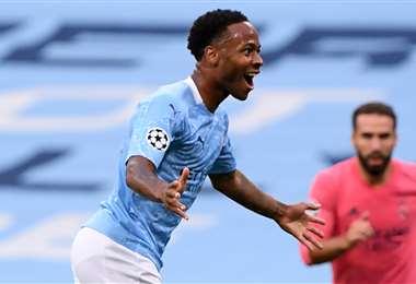 Celebra Sterling, del Manchester City, tras el gol de Gabriel Jesús. Foto: AFP
