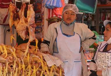 Barbijo mal puesto, una faceta que se repite en las calles y mercados. Fotos: Hernán Virgo