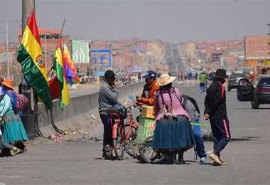 Los movimientos sociales bloquean seis regiones por la fecha de elecciones/Foto APG