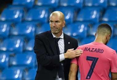 Zinedine Zidane se lamenta tras quedar fuera de la Champions League. Foto: AFP