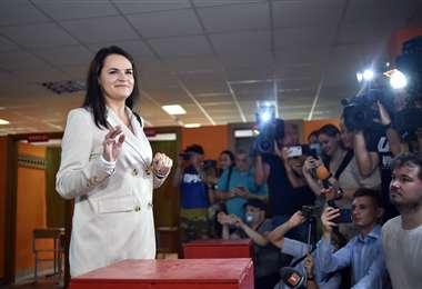 La candidata opositora luego de depositar su voto. Foto AFP